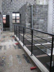 Les garde-corps du patio. dans Gros-oeuvre loft-05112010-006-r-225x300