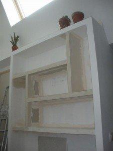 Une bibliothèque dans notre bureau. dans Finitions Loft-03062012-001-R-225x300