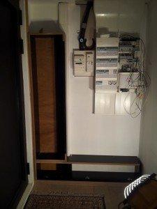 Notre nouveau placard... en rouge et noir. dans Finitions 20130402_115601-r-225x300