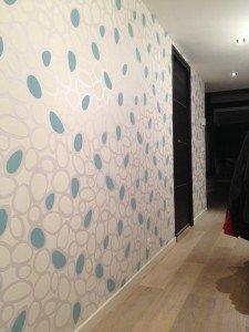 Des bulles bleues dans notre entrée. dans Décoration couloir-04092013-1-r-225x300